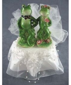 Frog couple cake topper