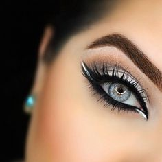 How to make your eyeliner stay on all day? Eyeliner is one of the essential items that should be in your makeup bag as it works in conjunction with your mascara to create large, beautiful eyes that st. Cute Makeup, Gorgeous Makeup, Pretty Makeup, Simple Makeup, Awesome Makeup, Makeup Goals, Makeup Inspo, Makeup Inspiration, Makeup Ideas