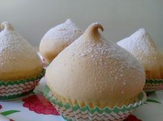 The name comes from the fact that these cupcakes remember the breast of a woman.
