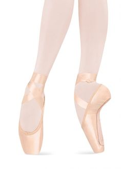 Bloch Serenade Strong Ballet Pointe Shoe- these are the pointe shoes I tried on...... Just in a size 1 1/2 D. I'm small