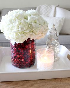 Christmas Party Centerpieces, Diy Christmas Decorations Easy, Christmas Tablescapes, Diy Centerpieces, Diy Christmas Vases, Picture Centerpieces, Vase Decorations, Centerpiece Flowers, Diy Flowers