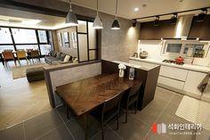 인더스트리얼인테리어 - 수영구 민락 롯데캐슬자이언트 45평 리모델링 / 무게감이 느껴지는 모던인테리어, 간접조명 활용 : 네이버 블로그 House Plans, Sweet Home, Floor Plans, Flooring, Table, Furniture, Home Decor, Pasta, House Interiors