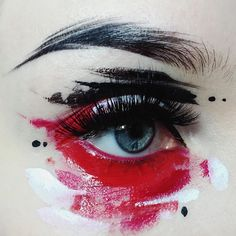 Art or eye makeup? It's pure magic when these boundaries fade. @ida_elina gets artsy with #blackmagiclashes in Rogue and Firewalker.