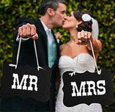 "For Wedding photo shooting or used as wedding decorations. Set of 2 signs including ""MR"" and ""MRS"" Made with thick Brown kraft scallop cut paperboard measuring 27cm x 22cm x 0.8cm White cut out letters are affixed on top Each sign has white ribbon attached for hanging"