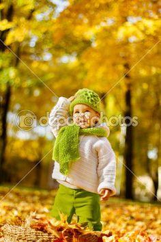 Happy child in autumn park — Stock Image #29897129
