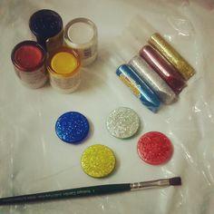 https://beingartsysonal.wordpress.com/portfolio/diy-glitter-magnets/