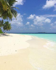 Fihalhohi island Maldives Первый посещённый резорт на Мальдивах - Fihalhohi Resort На Мальдивах действительно белый ослепляющий на солнце песок и нереального бирюзового цвета вода Это действительно рай на Земле Желаю всем такого же яркого дня! До связи #мальдивы #пляж #океан #индийскийокеан #рай #ocean #maldives #maldivesislands #beach #indianocean #travel #traveling #путешествие #путешествия by alex_welcometravel