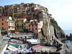 Que ver y hacer en Manarola, Cinque Terre en un día. Cinque Terre, Mykonos, Street View, Cultural Diversity, Italia, 14th Century, Public Speaking, Boats