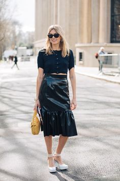 Take a look at some of the best street style looks spotted at the most fashionable shows of Paris Fashion Week Fall/Winter La Fashion Week, Paris Fashion, High Fashion, Womens Fashion, Street Style Looks, Vogue Paris, Camille Charriere, Style Parisienne, Fashion Week Paris