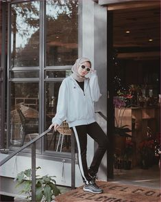 New Fashion Model Street Sweaters Ideas Ootd Fashion, New Fashion, Trendy Fashion, Fashion Models, Fashion Dresses, Casual Hijab Outfit, Ootd Hijab, Outfit Jogging, Foto Filter