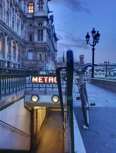 Paris s'éveille.