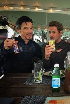 RDJ and Benedict Cumberbatch Marvel Avengers, Avengers Cast, Avengers Movies, Marvel Jokes, Marvel Actors, Marvel Funny, Marvel Heroes, Marvel Characters, Marvel Comics