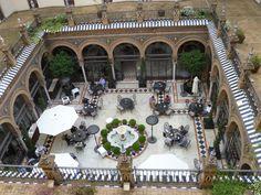 Hotel alfonso XIII garden restaurant: Sevilla, Spain