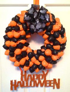Halloween Balloon Wreath #BurtonandBurton #Frightfullylfun