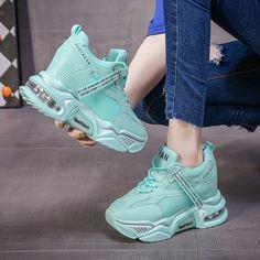 Fashion Walk, Fashion Boots, Sneakers Fashion, Trendy Shoes, Casual Shoes, Kawaii Shoes, Chunky Shoes, Stylish Sandals, Fresh Shoes