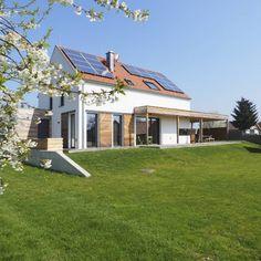 Bodenständig, aber mit moderner Wohnstruktur - Niederösterreich GESTALTE(N) Style At Home, Construction, Facade, Sweet Home, Mansions, House Styles, Future, Home Decor, Small Backyards