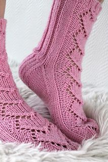 Ravelry: Maariat pattern by Niina Laitinen Lace Socks, Crochet Socks, Knitted Slippers, Knit Or Crochet, Knit Socks, Loom Knitting, Knitting Socks, Bed Socks, Fashion Socks