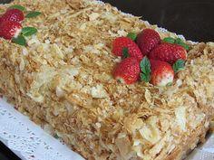 Торта Наполеон.... Дори не знам какво да пиша за нея, защото е една от най-лесните торти в целия свят. Имаше един период, в който тази торта се продаваше