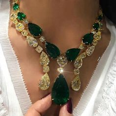 c87dadf3eda7 Stunning diamond necklaces are one fashion accessory that can be worn with  virtually any outfit. Depending on the size and the style of the necklace  it can ...