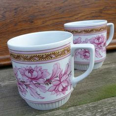 Květy růžové... hrnek Royal Dux Mugs, Retro, Tableware, Dinnerware, Cups, Mug, Dishes, Place Settings, Porcelain