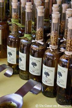 flavored oils and vinegars Flavored Butter, Flavored Oils, Infused Oils, Provence, Vinager, Le Pilates, Herbal Essences, Olive Oil Bottles, Snack Recipes