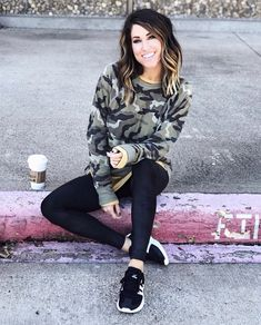 Source by TheSisterStudio outfit casual Casual Leggings Outfit, Leggings Fashion, Casual Outfits, Cute Outfits, Outfit With Black Leggings, Camo Shirt Outfit, Ladies Outfits, Ladies Boots, Casual Wear