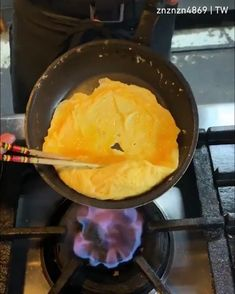 Easy Cooking, Cooking Recipes, Onigirazu, Cooking Movies, Asian Recipes, Healthy Recipes, Brunch, Omelettes, Diy Food