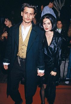 Johnny Depp x Winona Ryder - Edward Scissorhands Premier #johnnydepp #winonaryder #powercouple #edwardscissorhands #premier #90s #leatherjacket #leather