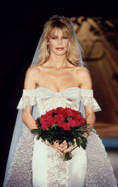 Claudia Schiffer en mariée pour Valentino Haute-Couture printemps-été 1995