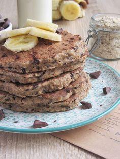 healthy banana and oats pancakes. Pancakes à la banane et aux flocons d'avoine