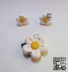 Fimo parure with white and yellow daisies #fimo #parure #orecchini #ciondolo #margherite #fiori #primavera #fattoamano #artigianato #polymerclay #earrings #pendant #flowers #spring #handmade #diy #ooak
