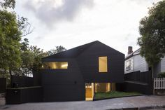 Contemporary home with flush windows and 12m-wide opening with stacker doors