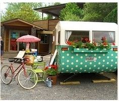 caravan design 370843350536163603 - Polka-dot camper from New Zealand, interior/exterior design by Trelise Cooper Source by Tiny Trailers, Vintage Campers Trailers, Retro Campers, Vintage Motorhome, Airstream Campers, Happy Campers, Camper Caravan, Gypsy Caravan, Camper Trailers