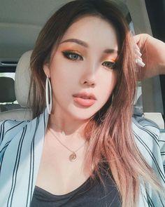 Pony park hye min make up ☄ Pony Effect Makeup, Pony Makeup, Eye Makeup, Hair Makeup, Make Up Looks, Simple Makeup, Natural Makeup, Asian Makeup Before And After, Pony Korean