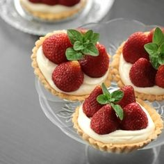 Mini strawberries tarts (in Polish)