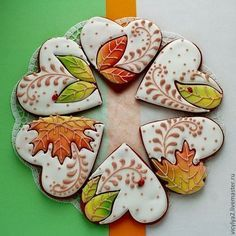 Autumn leaves hearts decorated cookies for fall and Thanksgiving. Fall Decorated Cookies, Fall Cookies, Heart Cookies, Iced Cookies, Cute Cookies, Royal Icing Cookies, Cookies Et Biscuits, Holiday Cookies, Cupcake Cookies