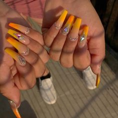 tag the nail artist if you know who it is . Drip Nails, Bling Acrylic Nails, Aycrlic Nails, Glam Nails, Best Acrylic Nails, Bling Nails, Long Square Acrylic Nails, Coffin Nails Long, Gorgeous Nails