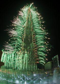 فيديو وصور : الاحتفال الاسطوري براس السنة 2013 حول برج خليفة