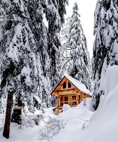 Winter Snowy log cabin How Fire-Safe Is Your School? Winter Cabin, Cozy Cabin, Winter Schnee, Decoration Entree, Image Nature, Log Cabin Homes, Log Cabins, Cabins And Cottages, Cabins In The Woods