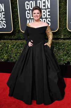 Kelly Clarkson attends the Annual Golden Globe Awards, Arrivals, Los Angeles, USA – Jan 2018 (REX/Shutterstock) Golden Globe Award, Golden Globes, Nice Dresses, Formal Dresses, Cocktail Gowns, Kelly Clarkson, Red Carpet Fashion, Wearing Black, Fashion Pictures
