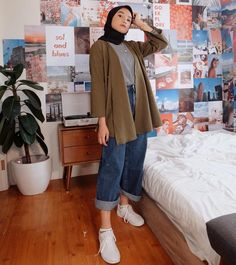 id yay! Modern Hijab Fashion, Street Hijab Fashion, Hijab Fashion Inspiration, Muslim Fashion, Modest Fashion, Korean Fashion, Fashion Outfits, Casual Hijab Outfit, Hijab Chic