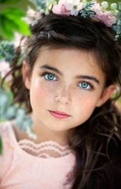 Portrait photography beautiful children, beautiful little girls, children. Pretty Eyes, Cool Eyes, Beautiful Eyes, Beautiful People, Most Beautiful, Beautiful Children, Beautiful Babies, Precious Children, Child Face