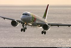 "TAP Portugal Airbus A319-111 CS-TTJ ""Eusébio"" battling tricky crosswinds while trying to line up with Runway 05 at Funchal-Madeira, November 2007. (Photo: Rui Sousa)"