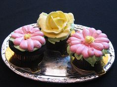 Chocolate Cupcakes with Buttercream Flowers