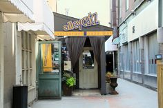 Alleycatz Live Jazz Bar is more than you think you'd find in this alleyway off of Yonge and Eglinton. Jazz Bar, Live Jazz, Toronto, Night Life, The Neighbourhood, Fusion Food, Restaurant, Outdoor Decor, Bucket