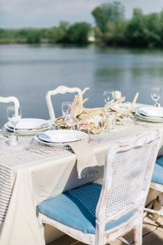 #tablescapes dining by the water | Photography by jodysavagephotography.com |  Floral Design by couturefleur.net |   Read more - http://www.stylemepretty.com/2013/07/17/nautical-inspired-photo-shoot-from-jody-savage-photography/