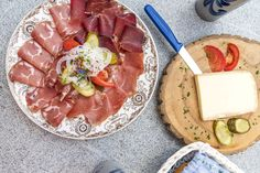Plättli im Restaurant Bannalpsee Engelberg, Camembert Cheese, Restaurant, Wanderlust, Food, Voyage, Restaurants, Meals, Dining Rooms