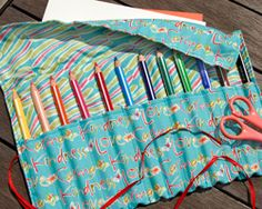 Naaien voor dummies > KVLV > Zo gemaakt Sewing Toys, Sewing Crafts, Sewing Projects, Diy Crafts, Sewing Ideas, Tote Organization, Needle Case, Circular Knitting Needles, How To Make Clothes