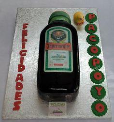 La botella en cuestión es Jägermeister, un licor de origen alemán y que seguramente habrá compartido el dia de su cumpleaños con su enorme grupo de amigos. ¡Felicidades Pakopoyo!  Llámanos al 6161849394 o visítanos en Paseo de Sancha 10, Málaga. Te asesoraremos sobre el diseño de tarta que más se adapte a tu evento. Y con los mejores precios de Málaga!www.depaulapasteleria.blogspot.com www.facebook.com/panaderiadeliziasdepaula www.tartasmalaga.net www.instagram.com/tartasmalaga