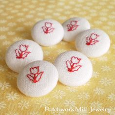 Fabric Button, Embroidered Red Tulips On White, 6 Small Fabric Floral Covered Buttons, Handmade Fabric Button, Embroidery Flower, Clothing
